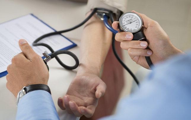Mutatjuk hogyan viheted lejjebb a vérnyomásod 5 perc alatt, gyógyszerek nélkül!
