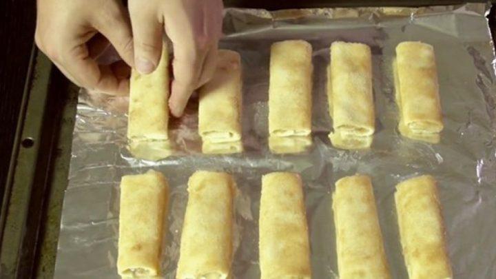 Néhány szelet kenyér, és már készülhet is ezt a mennyeien finom almás tekercs
