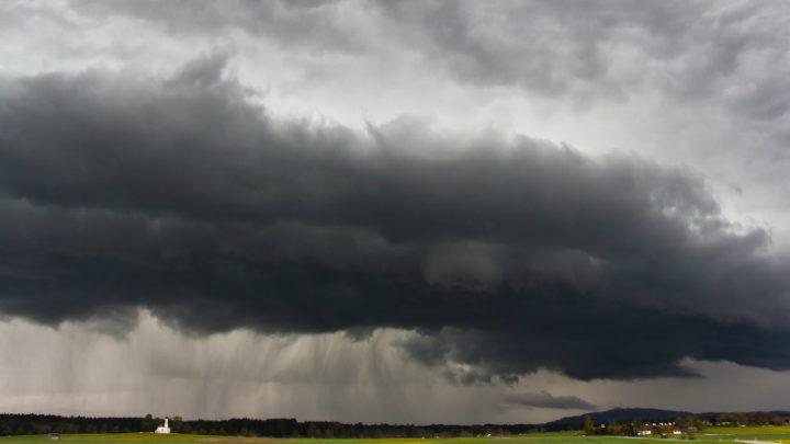 II. fokú riasztás van érvényben: Vihar csap le az ország keleti részére