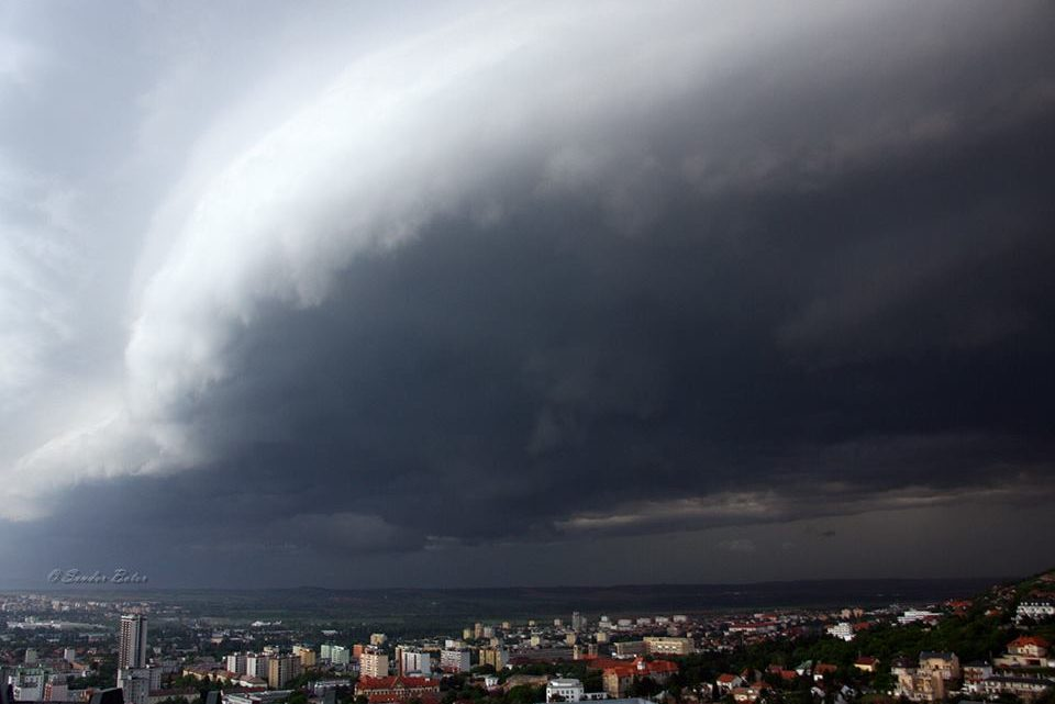 Friss előrejelzés: Ekkor érkezhet a felhőszakadás és a jégeső