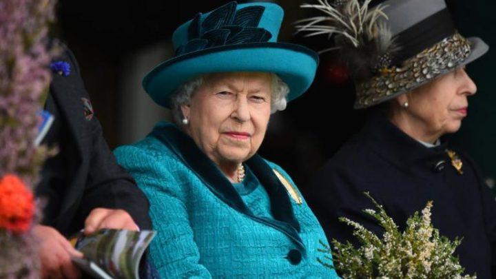 Gyászol a Buckingham palota, hozzá közel álló embert veszített el Erzsébet királynő