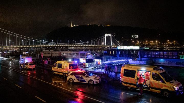 Ütközött, felborult majd elsüllyedt egy hajó a Dunán a Parlamentnél, hét halálos áldozata is van a történteknek