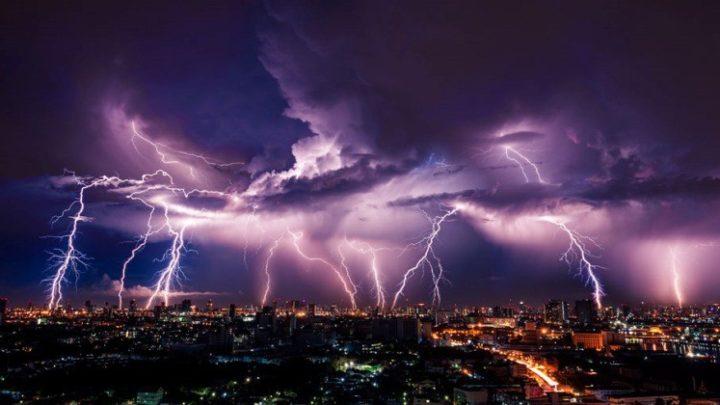 ÉLETVESZÉLY! Komolyabb vihar közelít mint gondolták! Emelkedett a riasztás! 4 cm-es JÉGDARABOKKAL, elképesztő villámokkal és akár 100km/órás széllel csap le a vihar néhány órán belül!