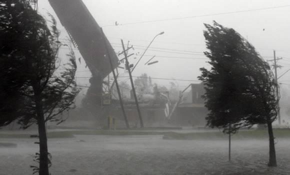Pár órán belül lecsap a hidegfront pusztító viharral!