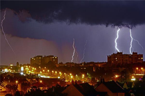 Hamarosan elér minket is az ítéletidő: a szomszédban már halálos áldozatot is követelt a vihar…