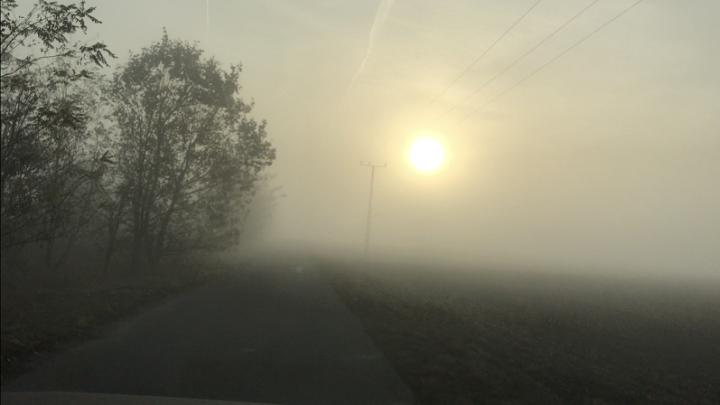 Az ország nagy részére riasztást adtak ki, sokáig megmarad a köd