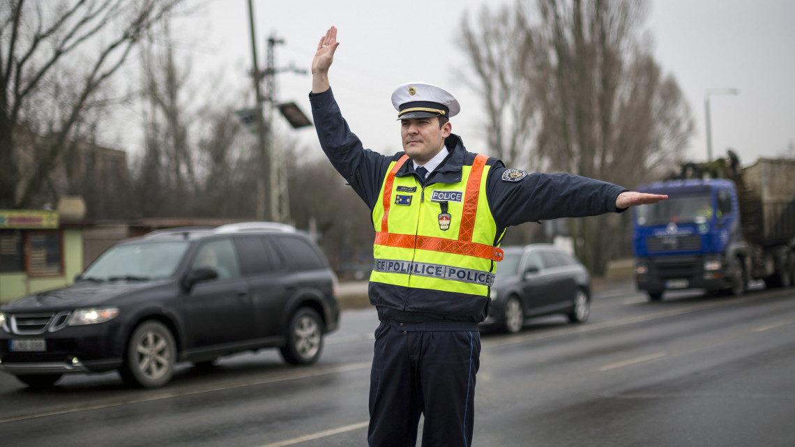 AUTÓSOK Figyelmeztetést adott ki a rendőrség! Fokozott rendőrségi ellenőrzés kezdődik hétfőtől – Erre figyeljen