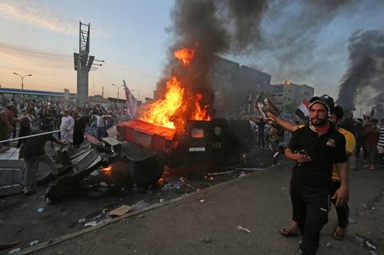 Nem rég érkezett: Ezren vonultak az utcára a fővárosban, kormány ellen tüntetnek